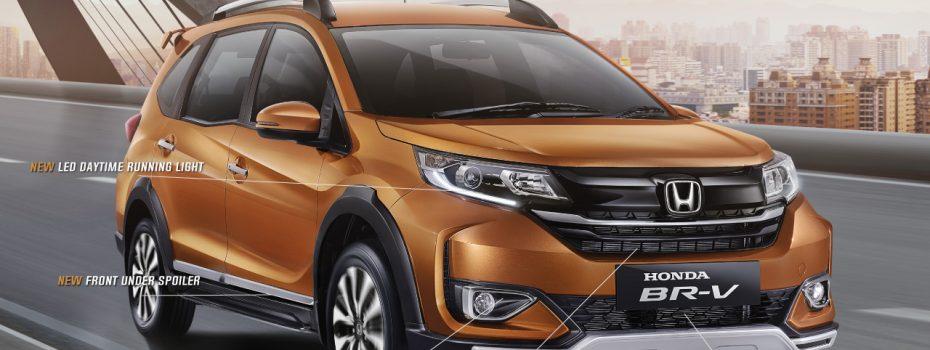 Desain baru pada eksterior New Honda BR-V menampilkan New Black Front Grille Design, New Front Bumper Design, dan New Front Under Spoiler pada bagian depan.